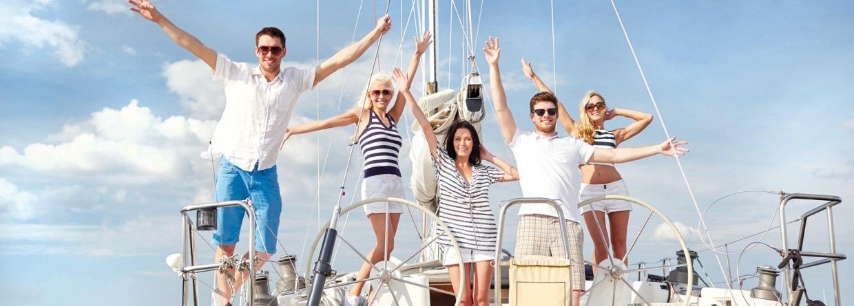 Boot met vrienden erop