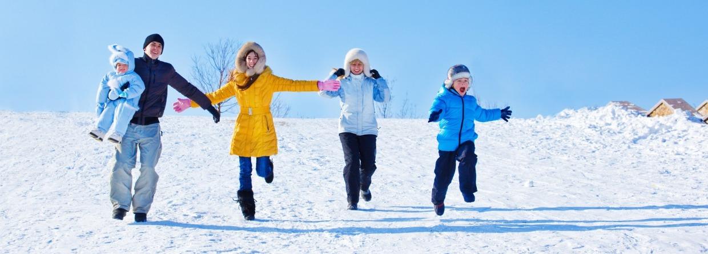 Gezin in de sneeuw